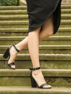 Roselyn Siyah Kalın Topuklu Sandalet