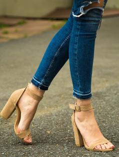 Roselyn Bej Süet Kalın Topuklu Sandalet