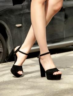 Gredi Siyah Süet Platform Topuklu Sandalet