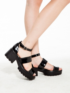 Ozzy Siyah Mat Rugan Kalın Topuklu Sandalet