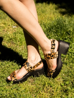 Robyn Leopar Tüylü Kalın Topuk Sandalet