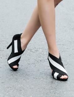 Bernicio Siyah Beyaz Lastik Tasarımlı Topuklu