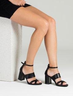 Furitti Siyah Dekolte Topuklu Sandalet